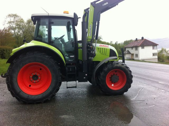 trattore Claas 640