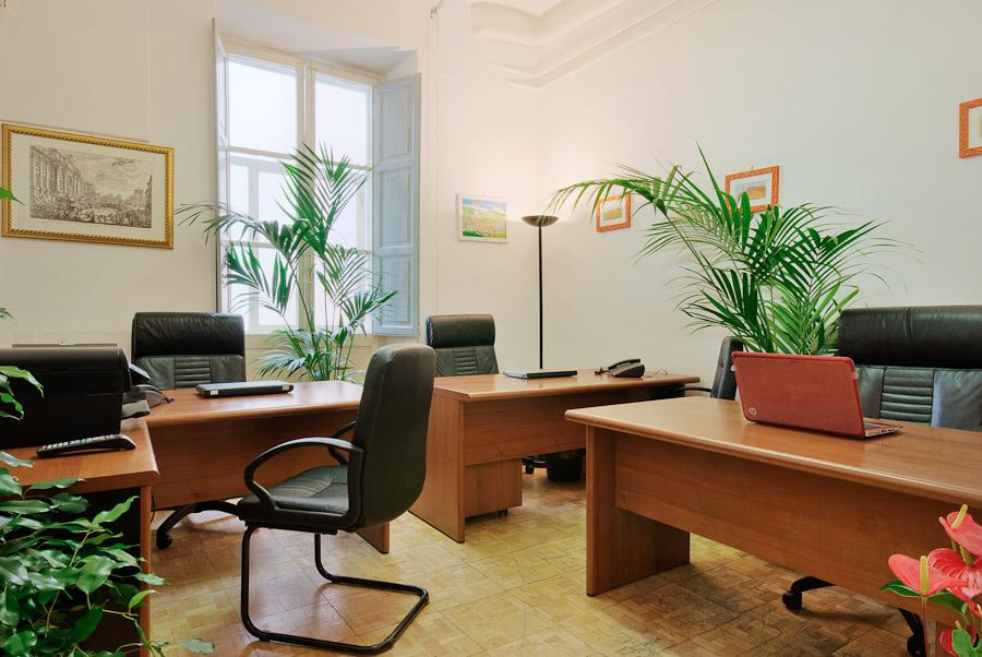 Uffici arredati attrezzati affittasi subito pronti con for Uffici arredati