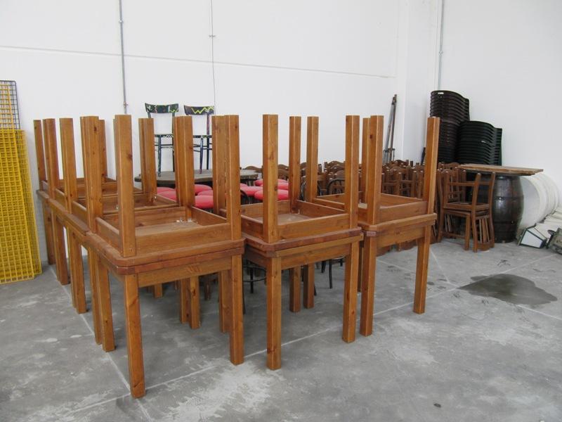 Sedie e tavoli da pub usati design casa creativa e for Tavoli usati